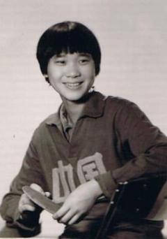 57岁乒坛冠军曹燕华,气质十足,希望能多培养乒乓人才