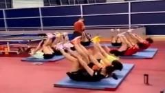 国乒集体练体能 唯一女教练督训