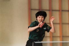她是中国女乒的秘密武器,曾为爱赴欧打球,儿子是中国男网的希望